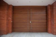 Sistema puerta pivotante en puerta exterior